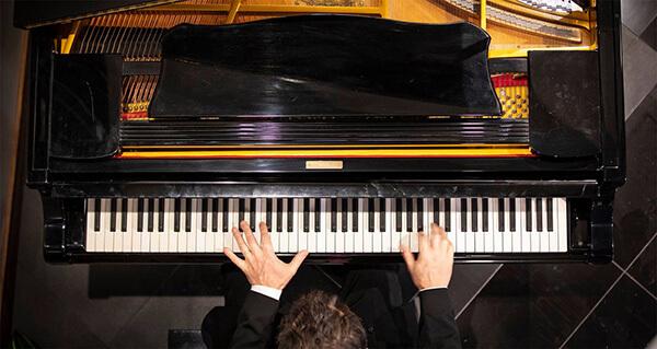 boutique retirement piano player